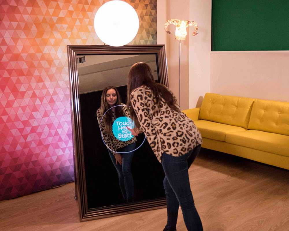 The Advantages of Photobooth Hire
